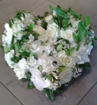 coeur fleurs blanches
